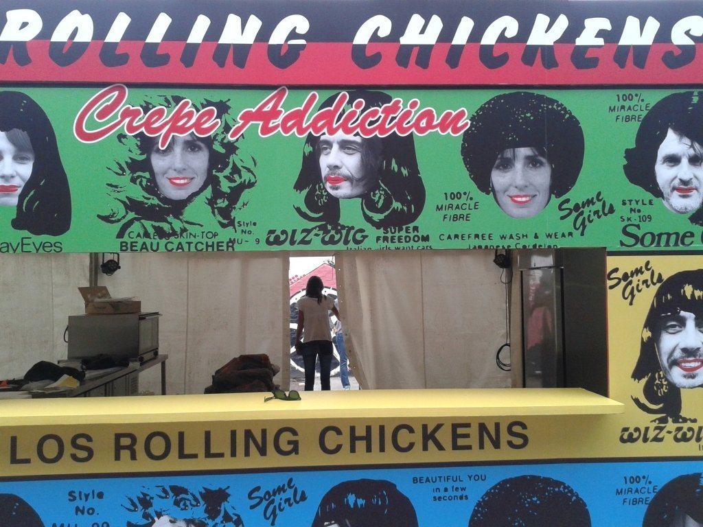 Stand_the_rolling_chickens_feria_masticar_2