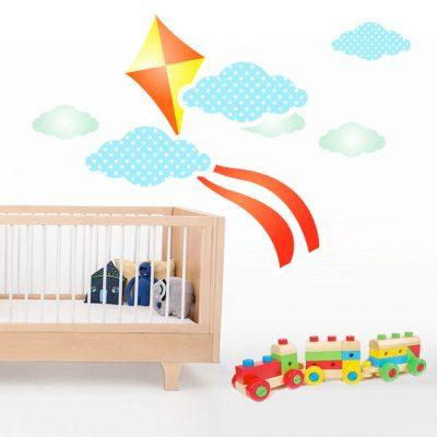 Vinilo infantil de barrilete con nubes