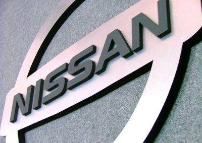 Cartel corpóreo Nissan con aluminio anodizado