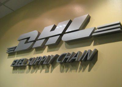 DHL - Cartel corpóreo en Polyfan