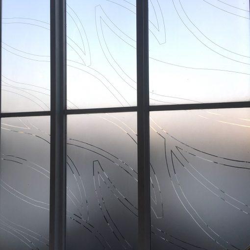 Vinilo esmerilado para ventanas con diseño floral