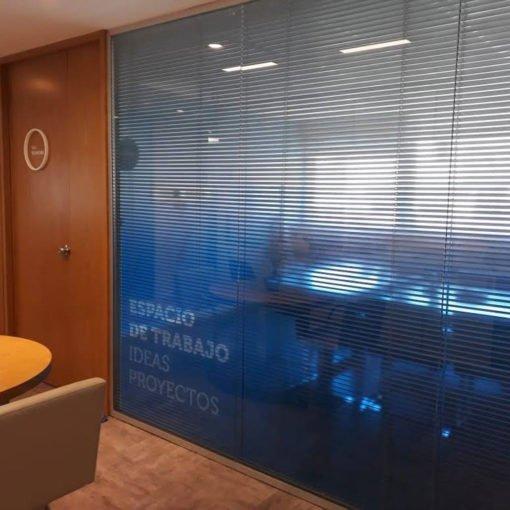 Impresión en Vinilo transparente sobre sala de reuniones