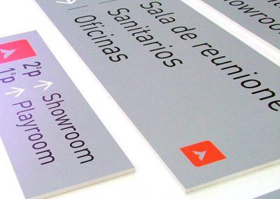 Señalización oficina en cartel de PVC impreso color