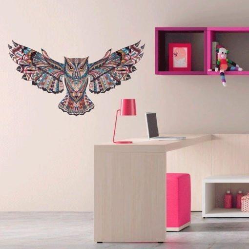 Vinilo de pared - Búho colorido con alas desplegadas